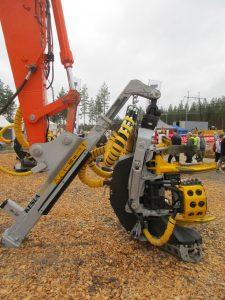Kesla RH28 on excavator with xTender arm