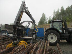 Kesla C860 chipper on Valtra tractor